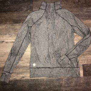 Lululemon black and half zip grey pull over size 6